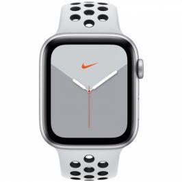 Apple GPS 44mm pouzdro ze stříbrného hliníku - platinový/černý sportovní řemínek Nike (MX3V2HC/A)